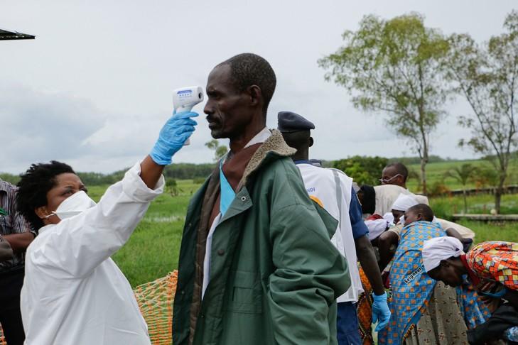 L'OMS et la gestion sanitaire en Afrique : entretien avec Simplice Ayangma Bonoho, chercheur en histoirecontemporaine